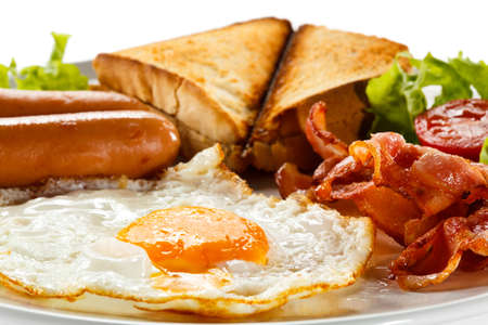 english breakfast: English breakfast - toast, egg, bacon and vegetables