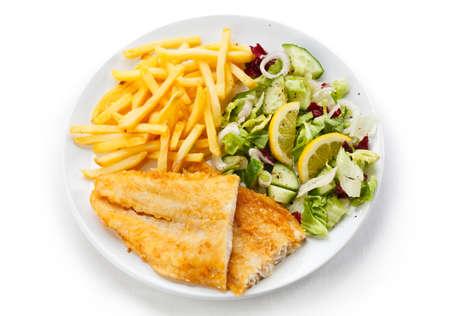 fish and chips: Un plato de pescado - filete de pescado frito y verduras