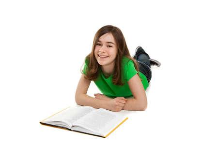 girl lying down: Muchacha que se acuesta en el suelo con un libro