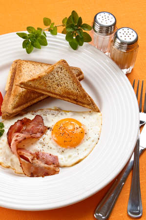 salt pepper: Breakfast set consisting of toasts, egg, bacon and vegetables