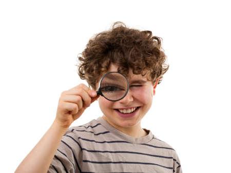 schoolkid search: Boy con lupa