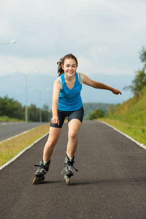rollerblading: Patinar Chica