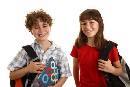 niño con mochila: El muchacho y la muchacha que lleva una mochila