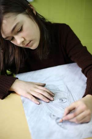 10s: Girl sketching a picture