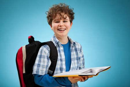 niño con mochila: Retrato de un niño