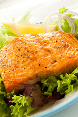 salmon dinner: Grilled salmon and vegetables