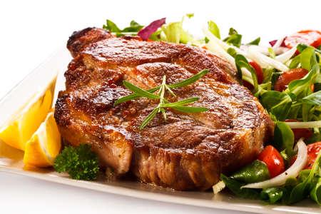 carne asada: Filete a la plancha y verduras Foto de archivo