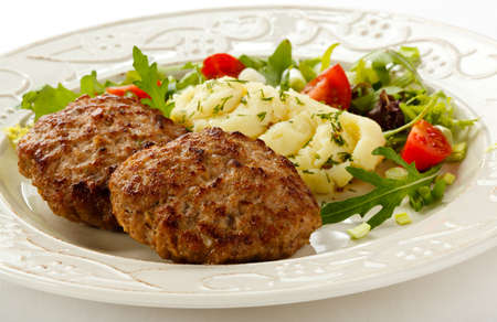 PURE: Cierre de empanadas de carne asada con puré de patatas y verduras