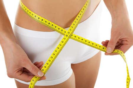 허리의 잘룩 한 선: 여자의 닫습니다 그녀의 허리를 측정
