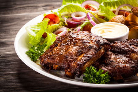 salad in plate: Tasty grilled ribs with vegetables
