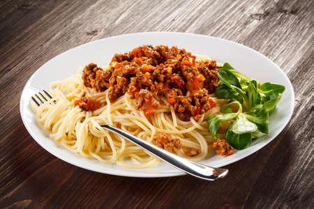 salsa de tomate: Pasta con salsa de tomate carne y verduras