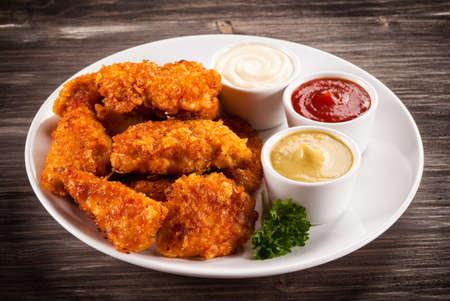 nuggets pollo: Pepitas y vehículos de pollo a la parrilla