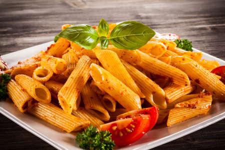 pastas: Pasta con salsa de verduras y pesto