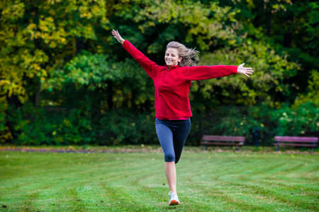woman healthy: Healthy lifestyle - woman running in park