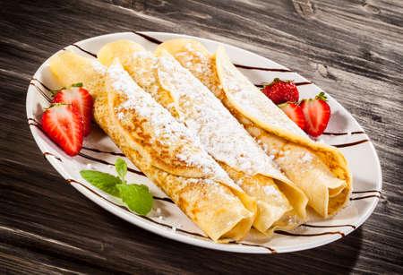 crepes: Crepes con fresas y crema