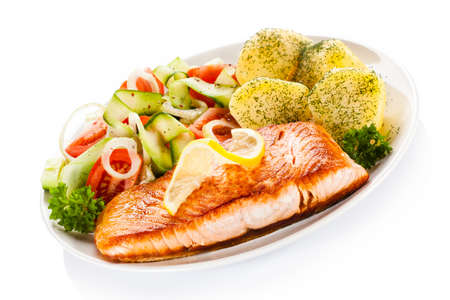 Fried salmon and vegetables on white background Stockfoto