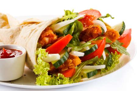 wraps: Kebab - carne a la brasa y verduras Foto de archivo