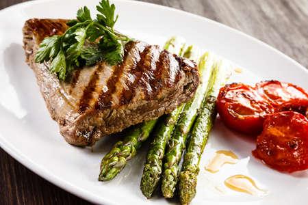 beefsteak: Grilled beefsteak and asparagus