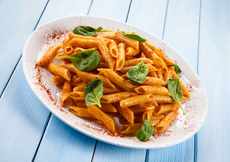tomato sauce: Penne, tomato sauce and vegetables