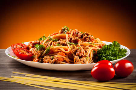 Spaghetti with meat, tomato sauce and vegetables Stok Fotoğraf - 52493624