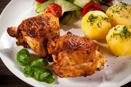 cosce di pollo alla griglia e verdure