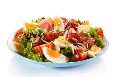 ゆで卵、燻製ハム、野菜サラダ