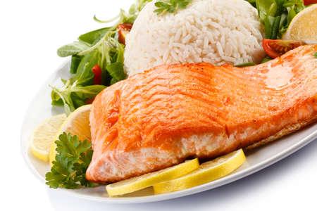 arroz blanco: Grilled salmon and vegetables Foto de archivo