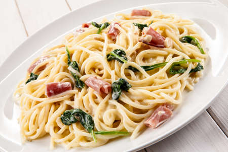 carbonara: Pasta with ham and spinach