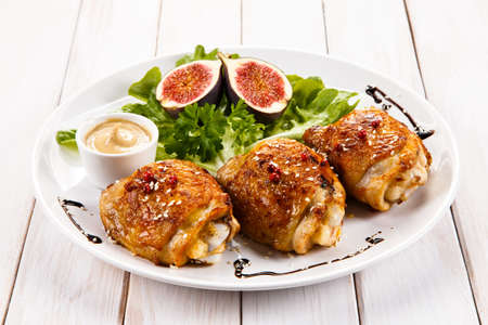 muslos: muslos de pollo y verduras asadas
