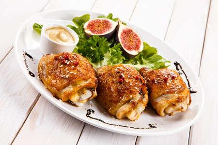 cuisses et légumes de poulet rôti