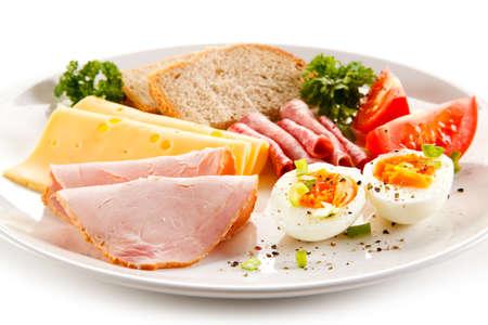 Breakfast - boiled egg, ham, cheese and vegetables 免版税图像 - 55872904
