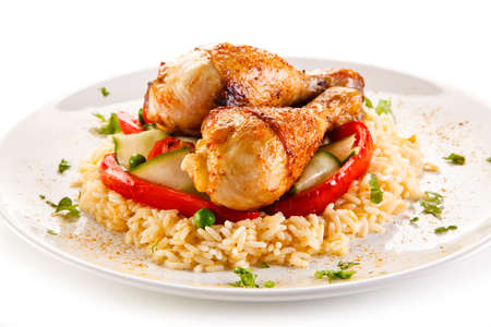 ロースト チキンのドラムスティック白い米と野菜
