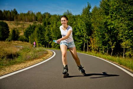 rollerblading: Niña patinar Foto de archivo