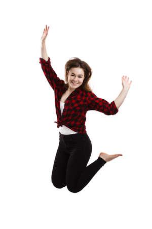 chicas adolescentes: Mujer joven que salta en el fondo blanco