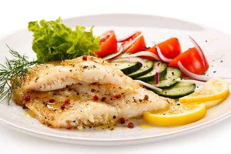 dish fish: Plato de pescados - filete de bacalao asado y verduras