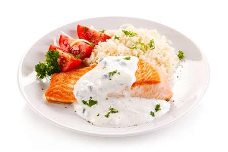 arroz blanco: Salmón y verduras a la parrilla Foto de archivo