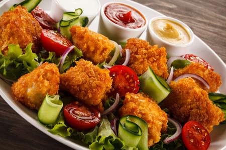 nuggets pollo: nuggets de pollo asado Foto de archivo