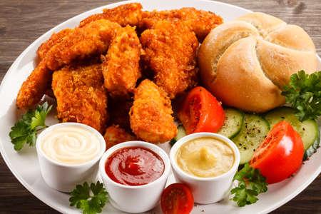nuggets pollo: Nuggets de pollo frito