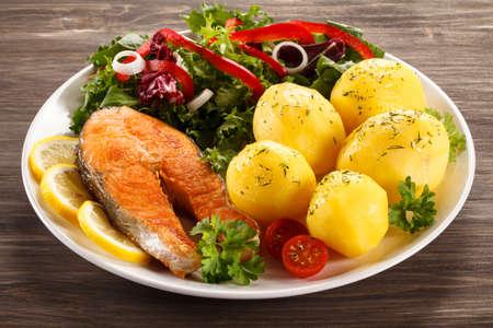 plato de pescado: Plato de pescado - salm�n asado