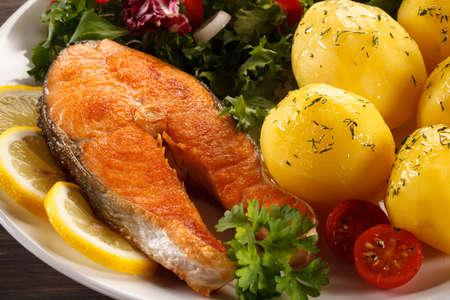 plato de pescado: Fish dish - grilled salmon Foto de archivo