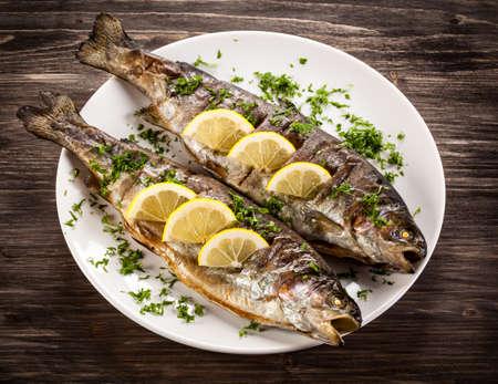 plato de pescado: Plato de pescados - arenque tostado