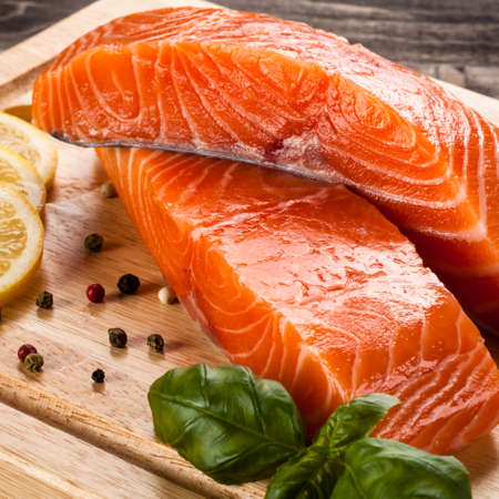 Fresh raw salmon Standard-Bild
