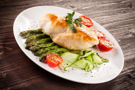 chicken fillet: Grilled chicken fillet with asparagus