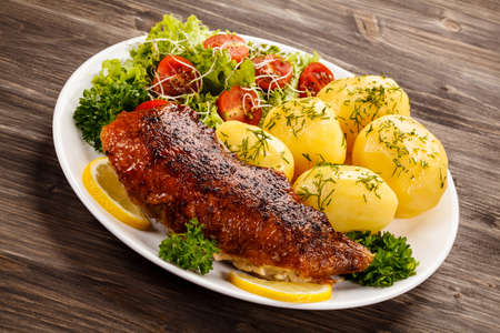pollo a la brasa: Grilled chicken fillet with boiled potatoes Foto de archivo