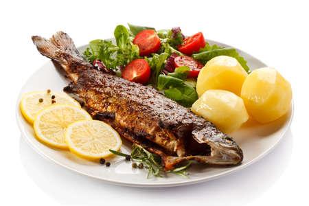 plato de pescado: arenque asado - plato de pescado