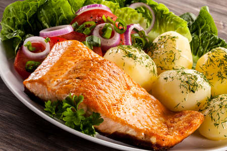 Roasted salmon with boiled potatoes