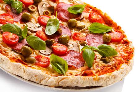 pepperoni: pepperoni pizza