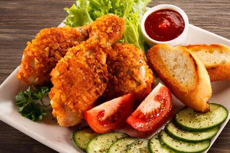 drumsticks: Fried chicken drumsticks Stock Photo