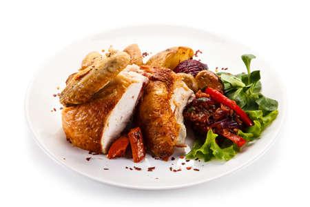 carne de pollo: Chicken meat with vegetable salad Foto de archivo