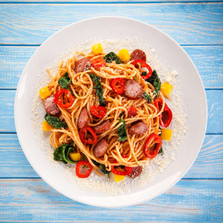 meat sauce: Pasta with colorful vegetables